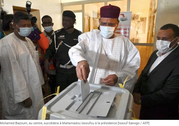 Niger Mohamed Bazoum, au centre,