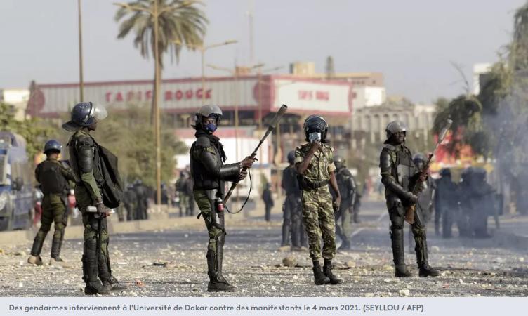 Des gendarmes interviennent à l'Université de Dakar